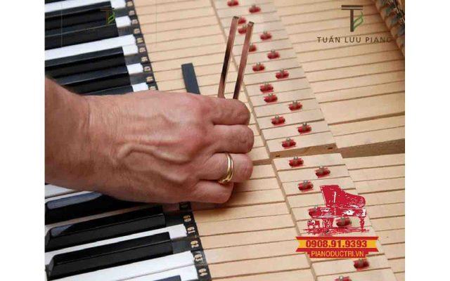 Nguyên nhân khiến đàn piano cơ bị dính phím, Cách xử lí đàn piano cơ bị dính phímå